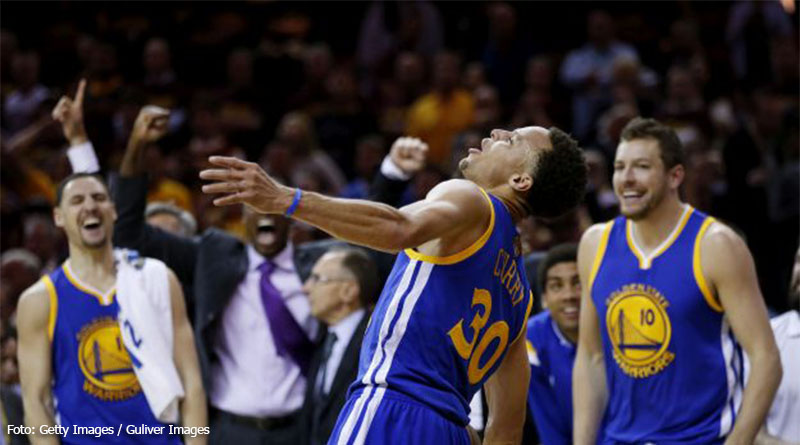 CLEVELAND, OH - JUNE 16:  Stephen Curry #30 and the Golden State Warriors celebrate their 105 to 97 win over the Cleveland Cavaliers in Game Six of the 2015 NBA Finals at Quicken Loans Arena on June 16, 2015 in Cleveland, Ohio. NOTE TO USER: User expressly acknowledges and agrees that, by downloading and or using this photograph, user is consenting to the terms and conditions of Getty Images License Agreement.  (Photo by Ezra Shaw/Getty Images)