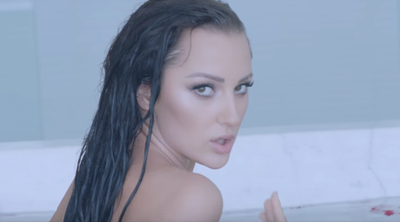 Aleksandra Prijović SKROZ GOLA i mokra, internet gori! (VIDEO)