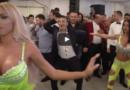 PREKO 7 MILIONA PREGLEDA: Rumunka izludila muškarce na svadbi (VIDEO)